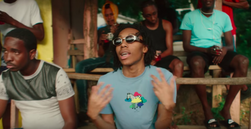 Lil Tecca recorre Jamaica de arriba a abajo en el clip de 'Shots'