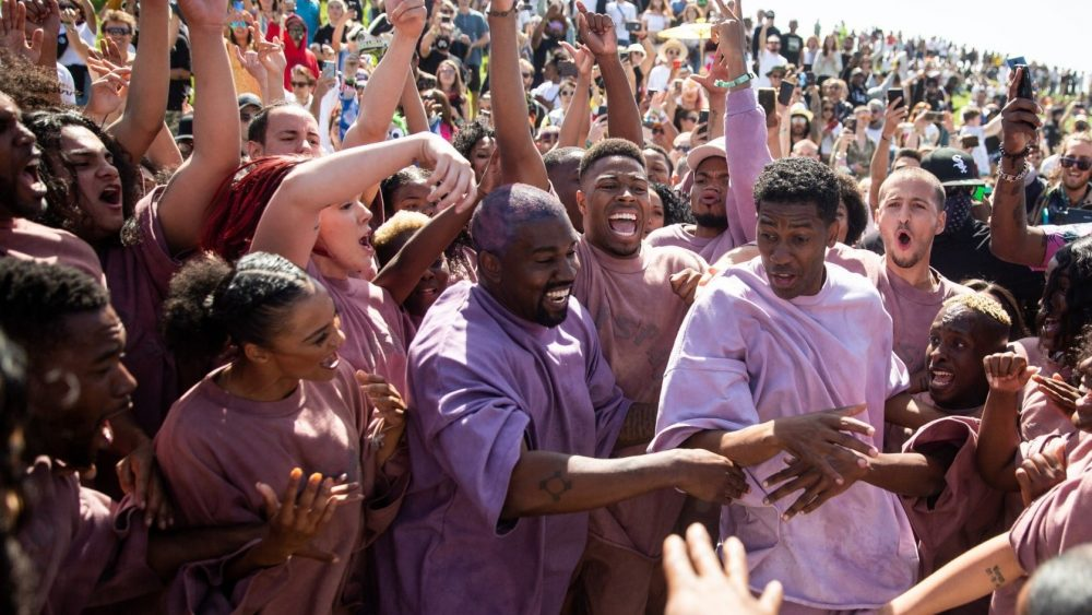 50 Cent trollea a Kanye por caerse de un caballo en el Sunday Service