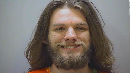 Arrestado un tipo por fumar marihuana en su propio juicio
