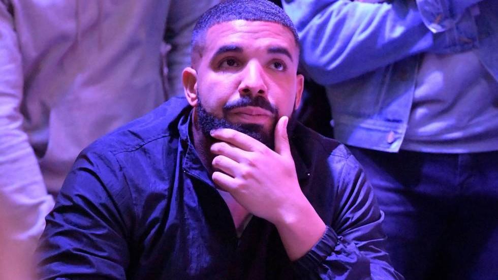 Drake firma con Caffeine para crear un programa de batallas de gallos