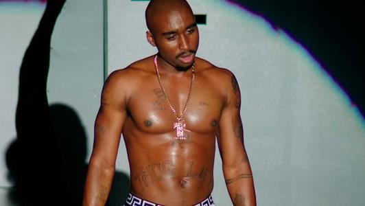 Una nueva película sobre Tupac Shakur asegura que todavía está vivo