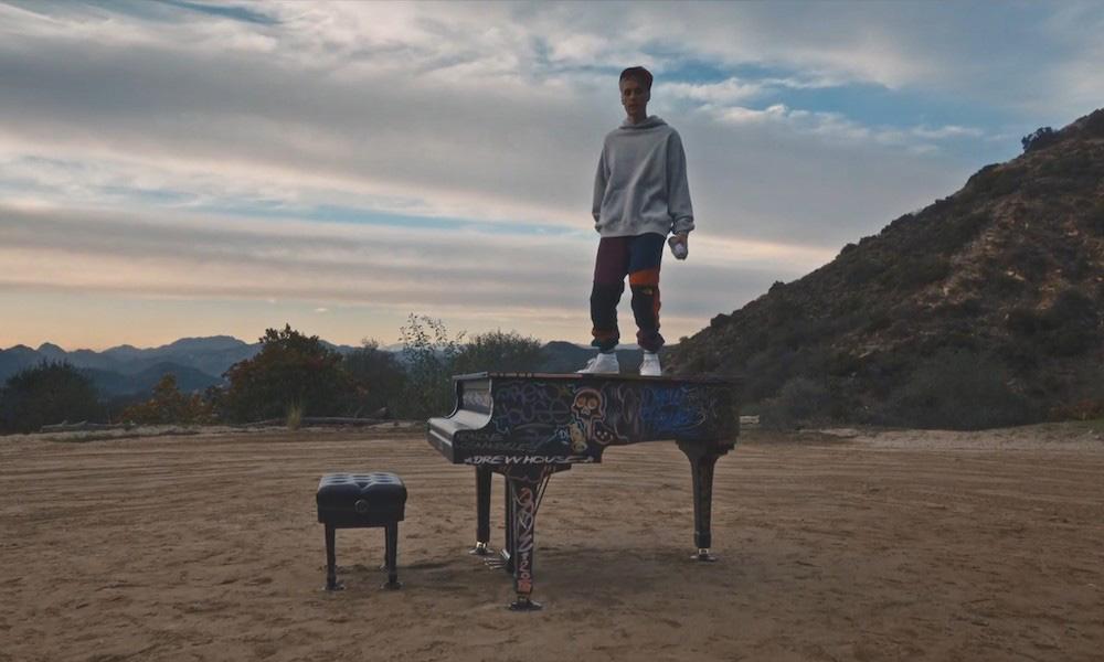 Justin Bieber termina su serie de vídeos con Apple Music con 'Available'