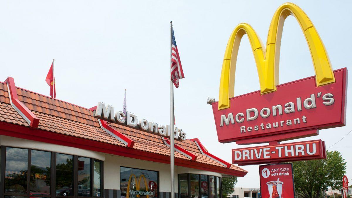 McDonald's y disparos en cuarentena: locura y comida rápida