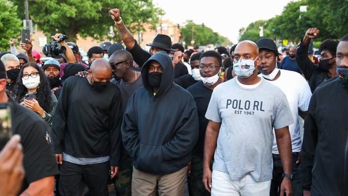 Kanye West dona 2 millones a familiares de víctimas del racismo