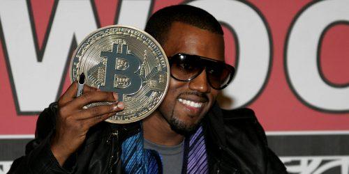 Kanye West, Elon Musk y más hackeados en una gran estafa de bitcoins