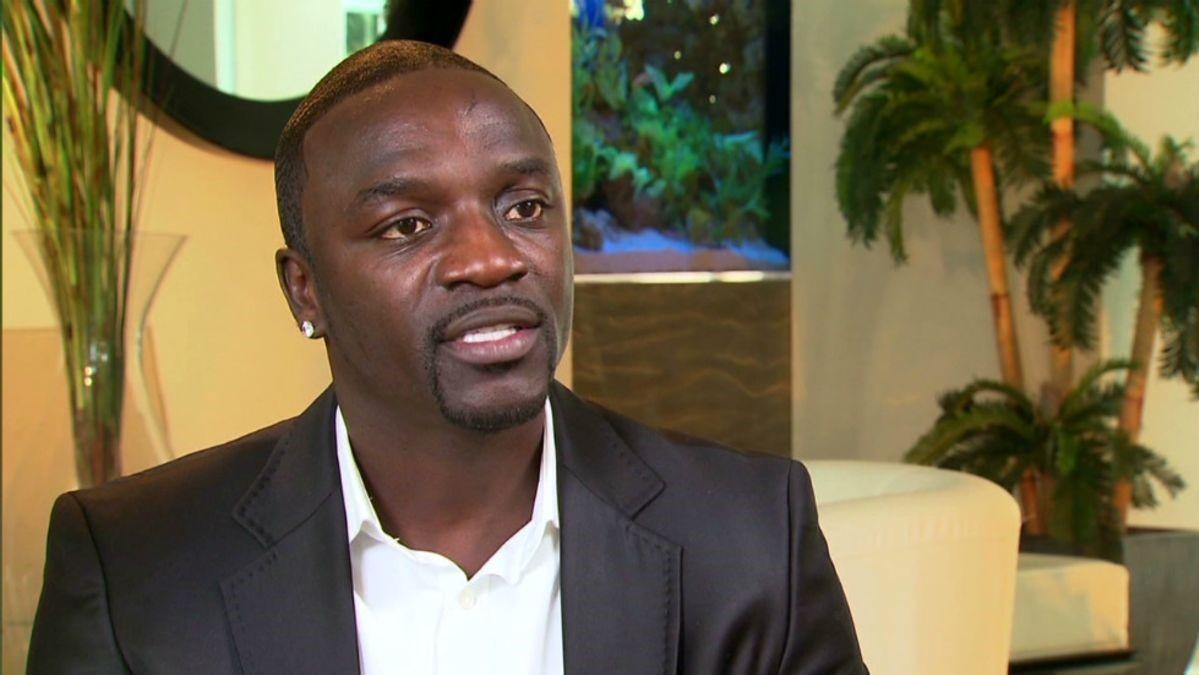 Akon defiende a 6ix9ine y arremete contra los Nine Trey Gangsta Bloods