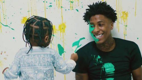 NBA YoungBoy nos enseña su día a día en el videoclip de 'Kacey Talk'