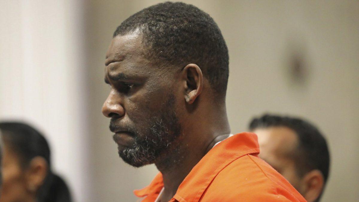 Atacan a R. Kelly en prisión y casi termina recibiendo una puñalada