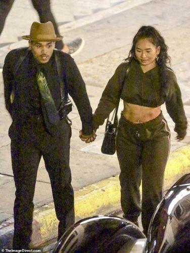 Flirt Alert Pillan A Chris Brown Saliendo De Casa De Adele