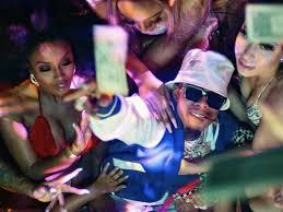 Tory Lanez, Lil Wayne y Melii se rodean de dinero en 'Big Tipper'