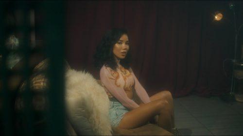 Jhené Aiko lanza el vídeo de 'Tryna Smoke' para celebrar el 4/20