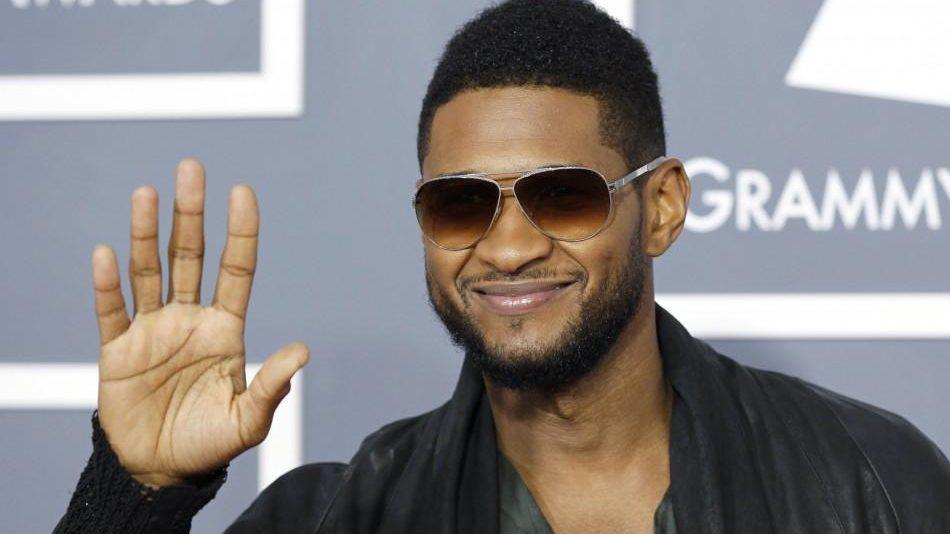 Critican a Usher por pagar con dinero falso en un club de striptease