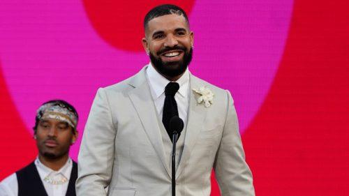 """Drake alquiló un estadio para celebrar que es el """"Artista de la década"""""""