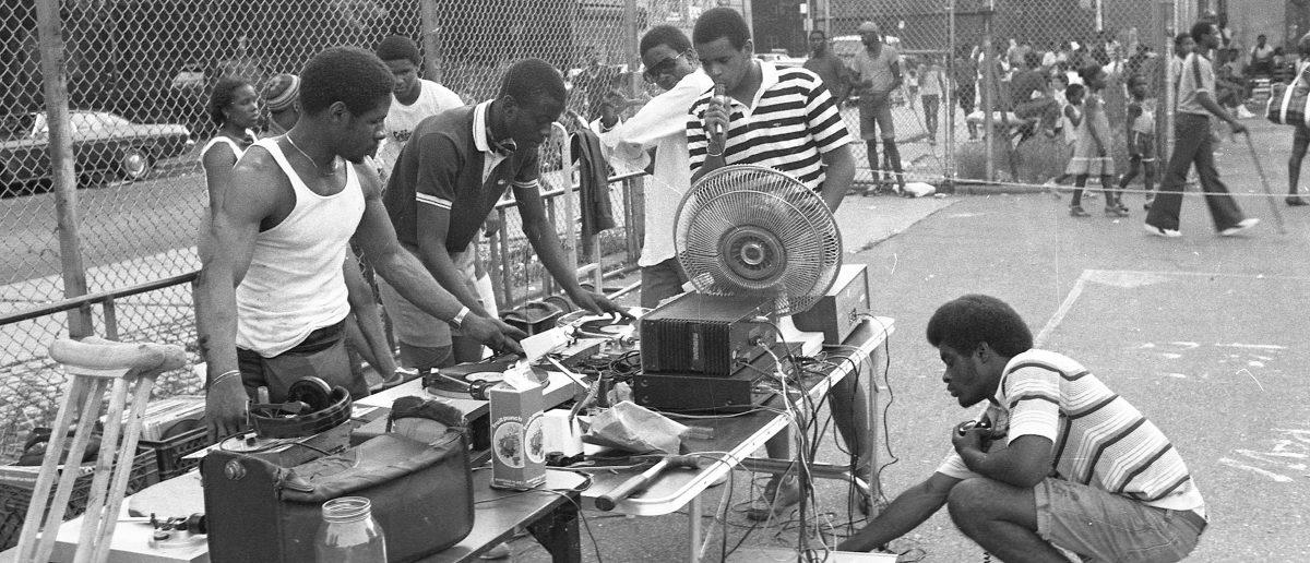 Del barrio al mundo: ¿cómo influencia el rap en nuestra forma de hablar?
