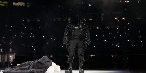 Kanye West ya ha ganado 7 millones con el merchandising de 'Donda'