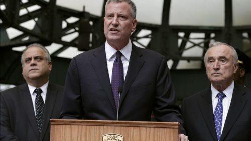 El alcalde de Nueva York sorprende luciendo el inmenso collar de Slick Rick