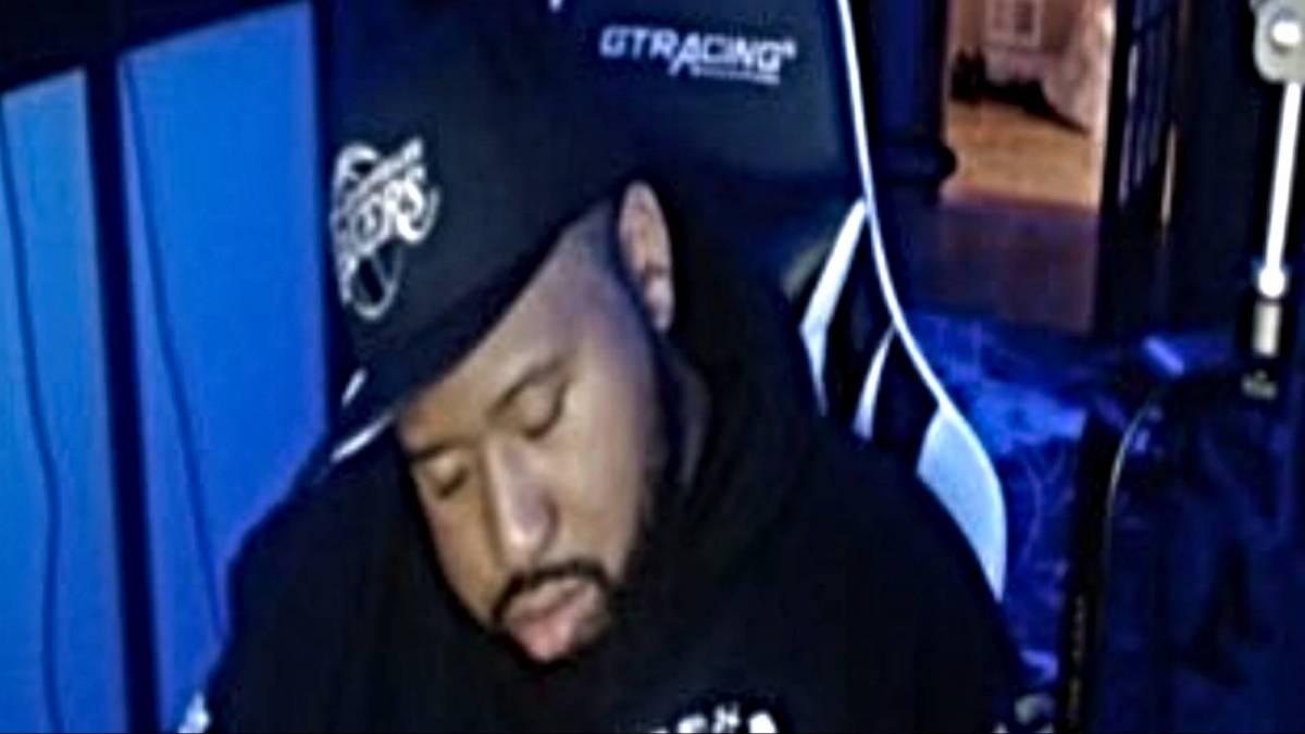 DJ Akademiks se queda dormido en directo oyendo 'Certified Lover Boy'