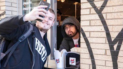 Eminem inaugura su restaurante en Detroit y se llama «Mom's Spaghetti»
